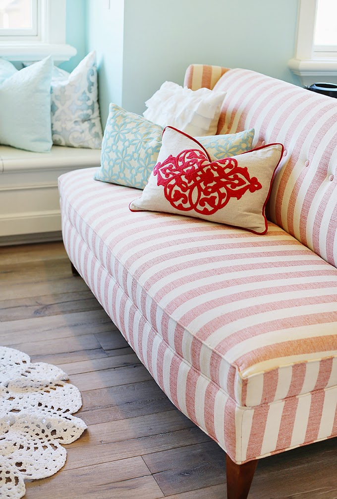 coral settee